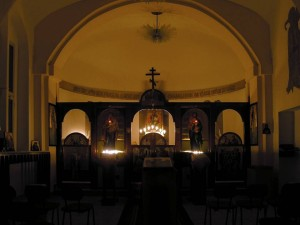 Interiér kaple v noci